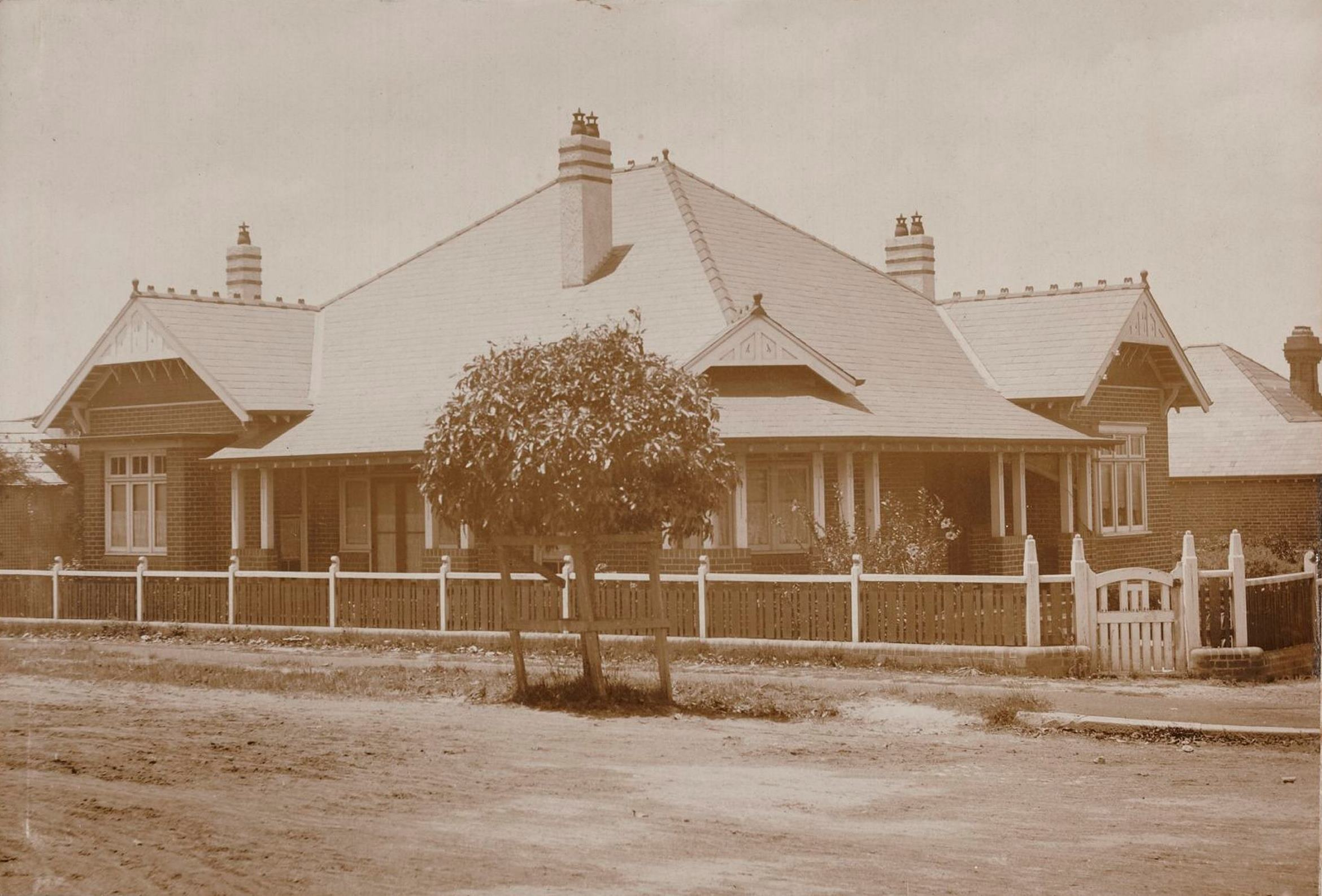 Urana, 27 Turner Avenue, corner of Kingston Street, Haberfield, N.S.W. around 1913  / photographer unknown