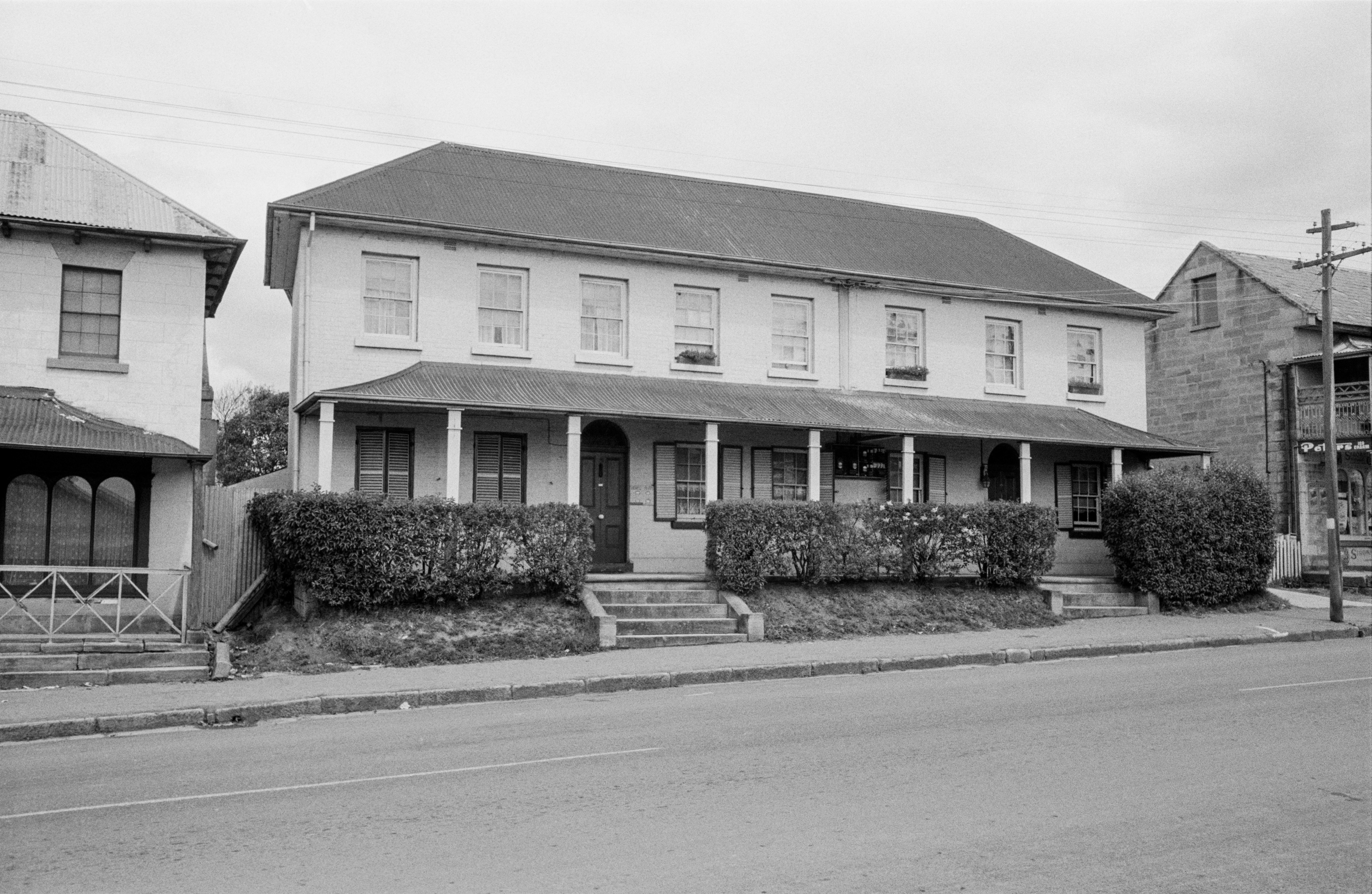 Old Railway Hotel, 288 Queen Street, Campbelltown, January 1954 / Barry Wollaston