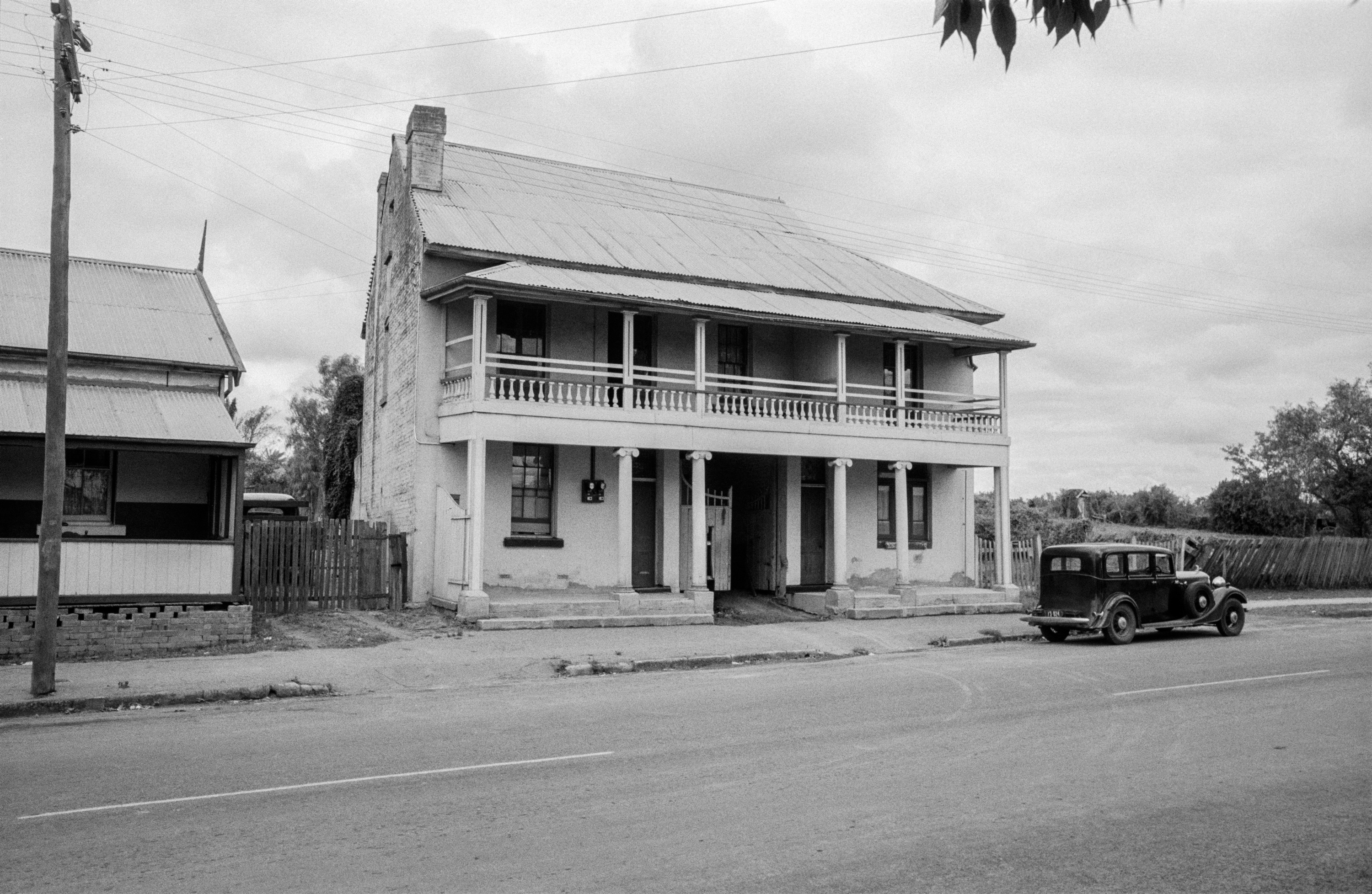 The Coaching House, 298 Queen Street, Campbelltown, January 1954 / Barry Wollaston