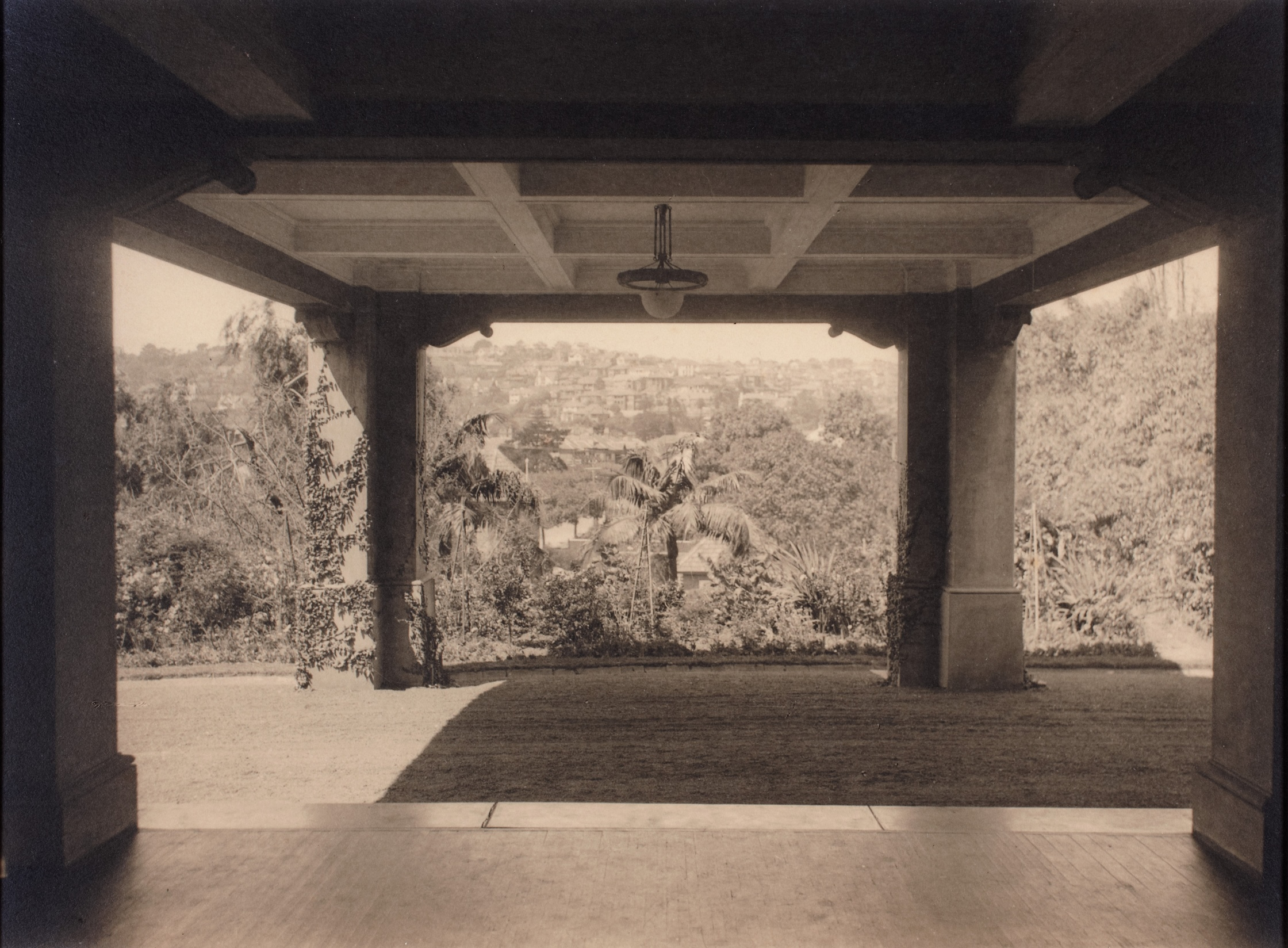 The porte-cochere at Brooksby, Ocean Avenue, Double Bay, Sydney, New South Wales, 1922 / Harold Cazneaux